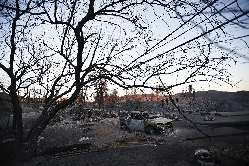 Последствия лесных пожаров в Калифорнии, США
