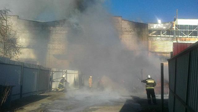 Спасатели потушили пожар на заводе в Рязани