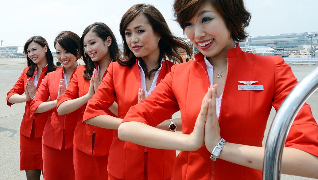 Бортпроводники авиакомпании Air Asia в аэропорту Нарита
