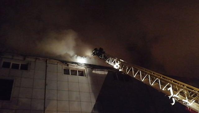 На месте пожара в ТЦ во Владивостоке ликвидировано открытое горение