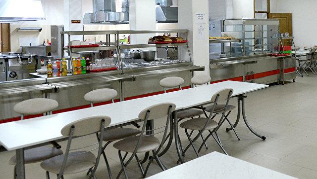 В Саратове усилят контроль над больницами после жалобы на еду с червями