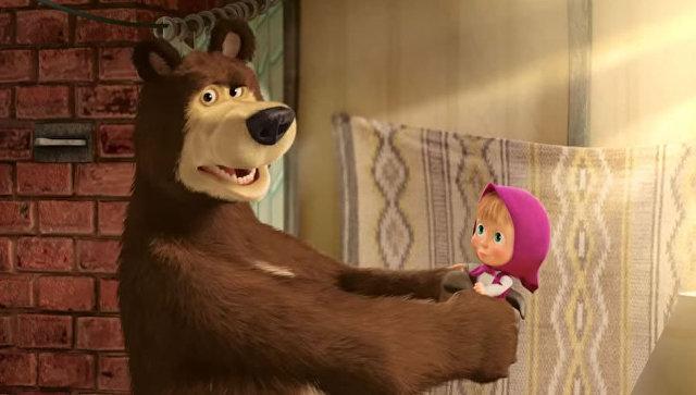 """Сценарист """"Симпсонов"""" не увидел пропаганды в мультфильме """"Маша и Медведь"""""""