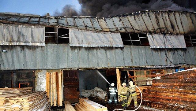 В Саранске потушили пожар на складе картона