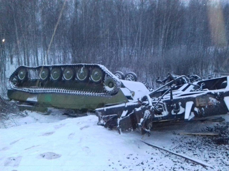 Опубликованы кадры с места схода с рельсов поезда в Омской области