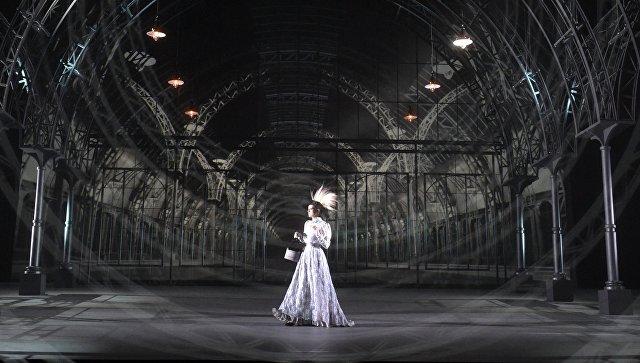"""МХТ им. Чехова завершает год работой режиссера Сигаловой """"ХХ век. Бал"""""""