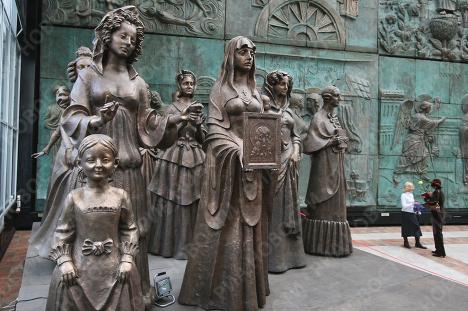 Презентация нового памятника Зураба Церетели Жены декабристов. Врата Судьбы