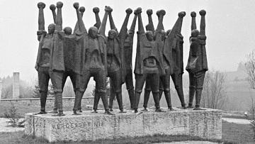 Памятник жертвам фашизма на месте концлагеря Маутхаузен.
