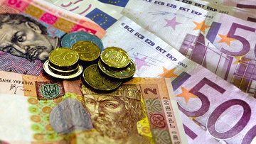 Гривны, евро. Архивное фото
