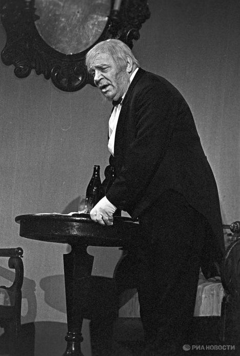 Народный артист СССР Алексей Грибов в спектакле Вишневый сад