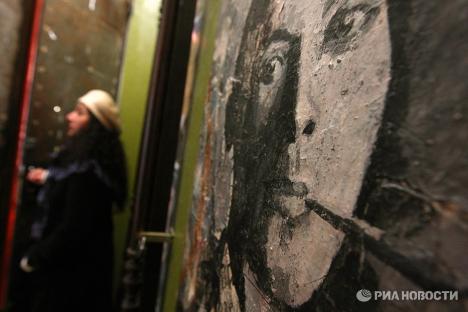 Стена у мемориальной квартиры М.Булгакова