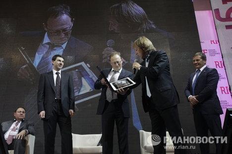 Игорь Щеголев, Андрей Колесников и Род Бекстром на Первом российском форуме по управлению Интернетом