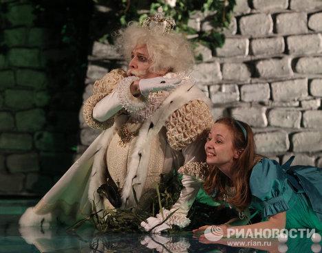 Предпремьерный показ спектакля Алиса в Зазеркалье