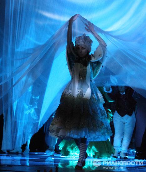 Сцена из спектакля Алиса в Зазеркалье