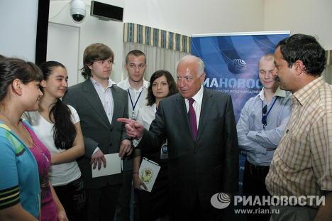 Виктор Черномырдин и студенты
