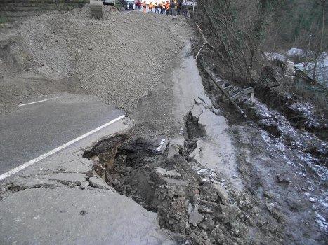 Оползень на трассе Джубга-Сочи
