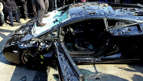 Владелец Lamborghini Gallardo публично уничтожил свой автомобиль