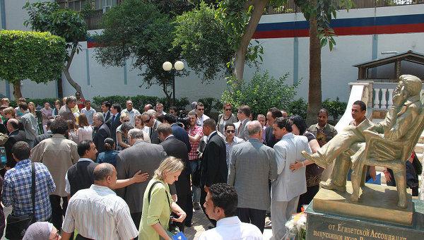 Церемония открытия памятника Чехову в Каире