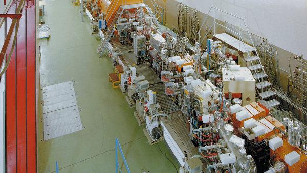 Линейный ускоритель тяжелых ионов UNILAC в германском исследовательском центре GSI