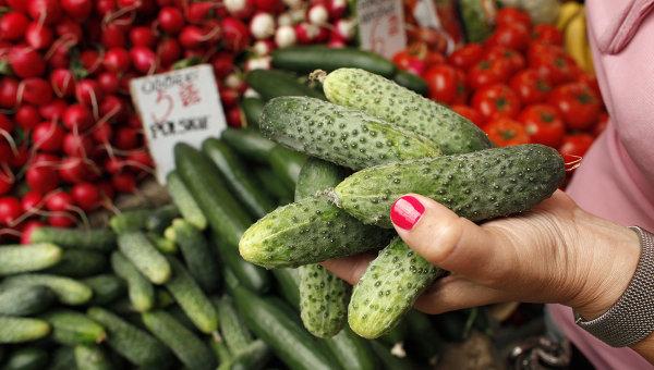 Продажа овощей на рынке в Варшаве