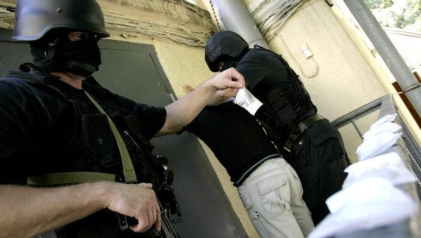 Сотрудники наркополиции