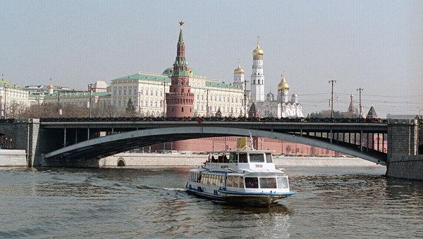 Вид на  Кремль со стороны Москва-реки. Архив