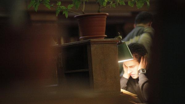 Читатель в библиотеке
