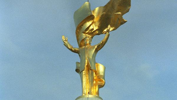 Памятник президенту Сапармураду Ниязову