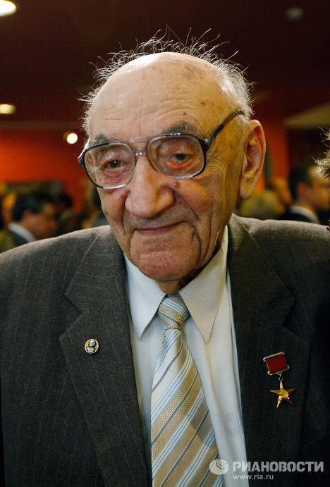 Академик РАН Борис Черток в мемориальном музее космонавтики на Звездной аллее