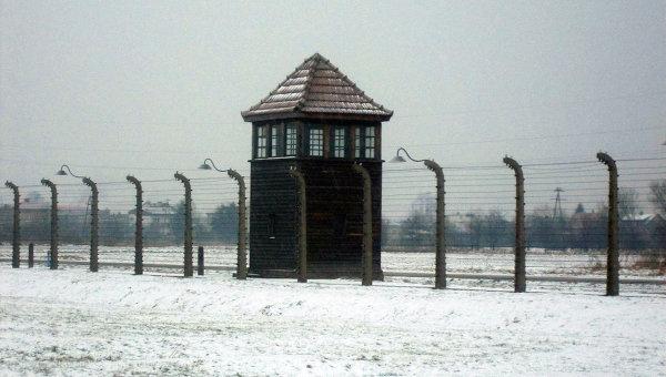 Бывший фашистский концлагерь Аушвиц-Биркенау в польском городе Освенцим. Архивное фото