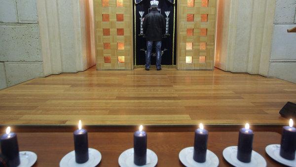 Церемония зажжения свечей в память жертв Холокоста. Архив
