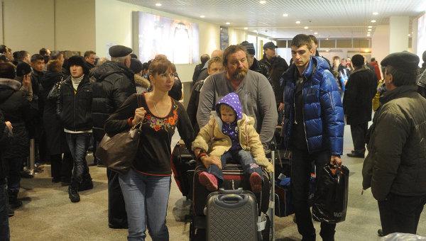 Ребенок в аэропорту. Архивное фото