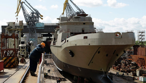 Корабль проекта 11711 на судостроительном заводе Янтарь, архивное фото