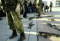 """Бойцы группы """"Альфа"""" в момент переговоров со сторонниками парламента"""