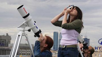 Наблюдение за небом. Архивное фото
