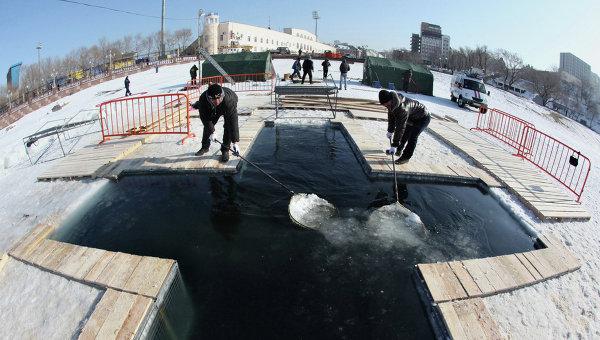 Подготовка к крещенским купаниям в регионах России. Архивное фото