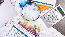 Финансовые расчеты. Архивное фото
