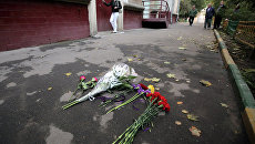 Цветы на месте гибели народного артиста России Александра Белявского