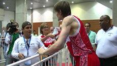 Кириленко подарил кроссовки болельщице после победы сборной РФ