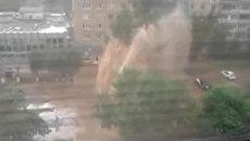 Десятиметровый фонтан выбил окна в нескольких квартирах Оренбурга
