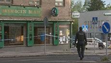 Финские полицейские оцепили место, где неизвестный стрелял по людям