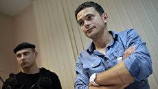 Задержанный в Москве оппозиционер Илья Яшин доставлен в суд
