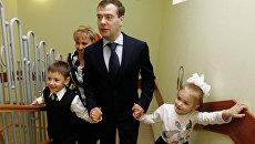 Дмитрий Медведев посетил московский детский сад. Архивное фото