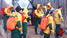 Авиадесантники идут тушить пожары, взяв 12-килограмовые ранцы с водой