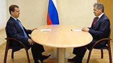 Медведев поблагодарил уходящего и напутствовал нового главу Подмосковья