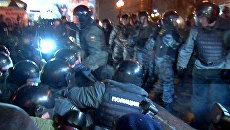 Столичная полиция задержала участников несанкционированной акции в фонтане