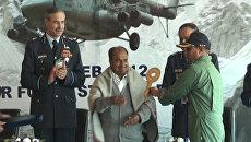Министру обороны Индии вручили ключ от российских вертолетов Ми-17