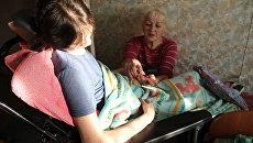Пострадавшая при пожаре в Хромой лошади Ирина Банникова с мамой