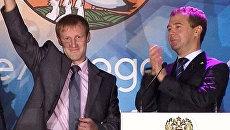 Лучший учитель получил поздравление из космоса и пеликана от президента