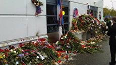 Цветы возле СК Арена 2000 в Ярославле