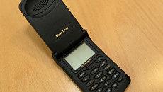 Старый телефон. Архивное фото
